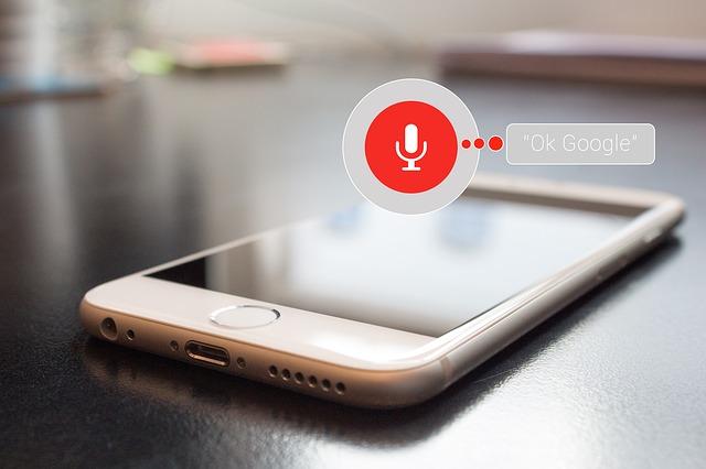 Hvad er voice search og hvordan optimerer du til det?